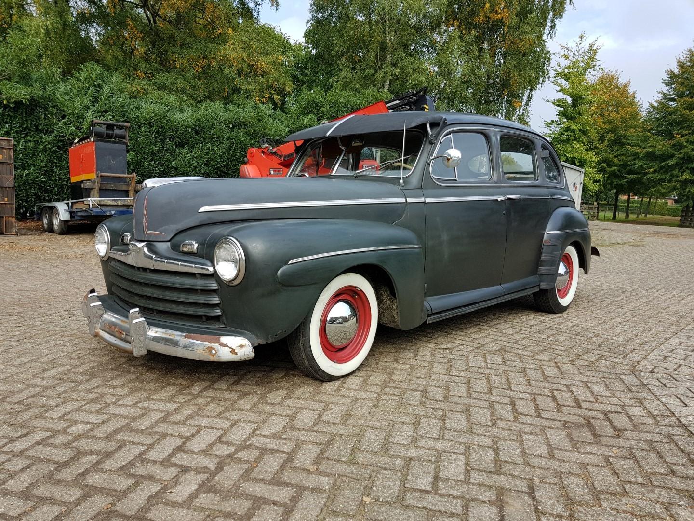 1946 Ford Sedan with 350ci V8 (4)