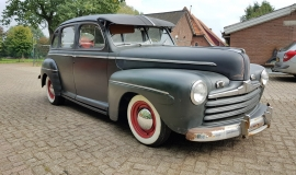 1946 Ford Sedan with 350ci V8 (10)
