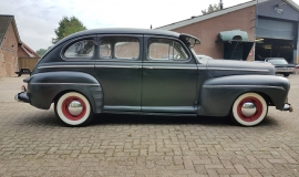 1946 Ford Sedan with 350ci V8 (9)
