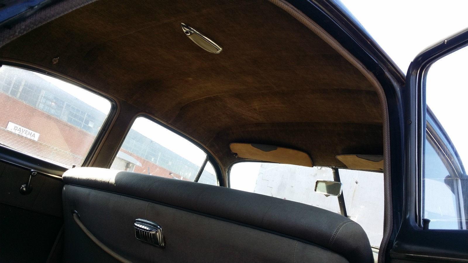 1950 Pontiac Chieftain Eight Deluxe Sedan (24)