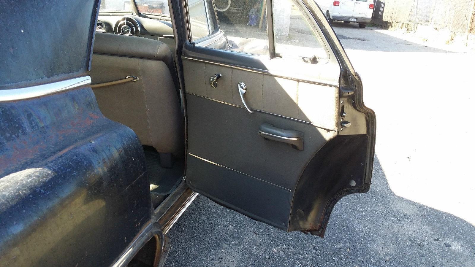 1950 Pontiac Chieftain Eight Deluxe Sedan (25)