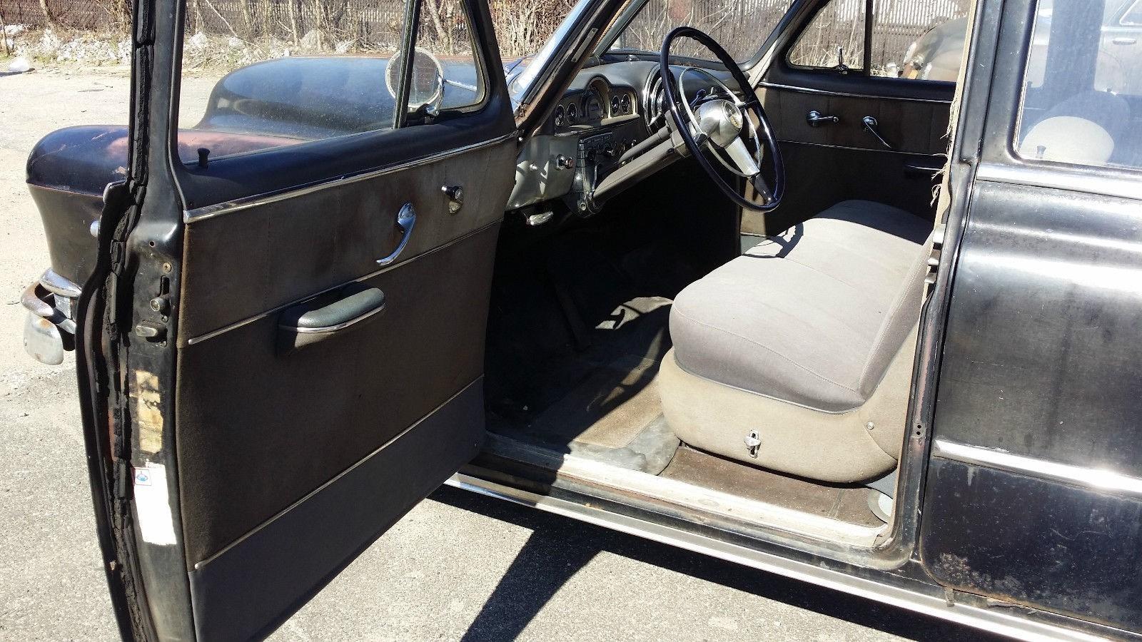 1950 Pontiac Chieftain Eight Deluxe Sedan (26)