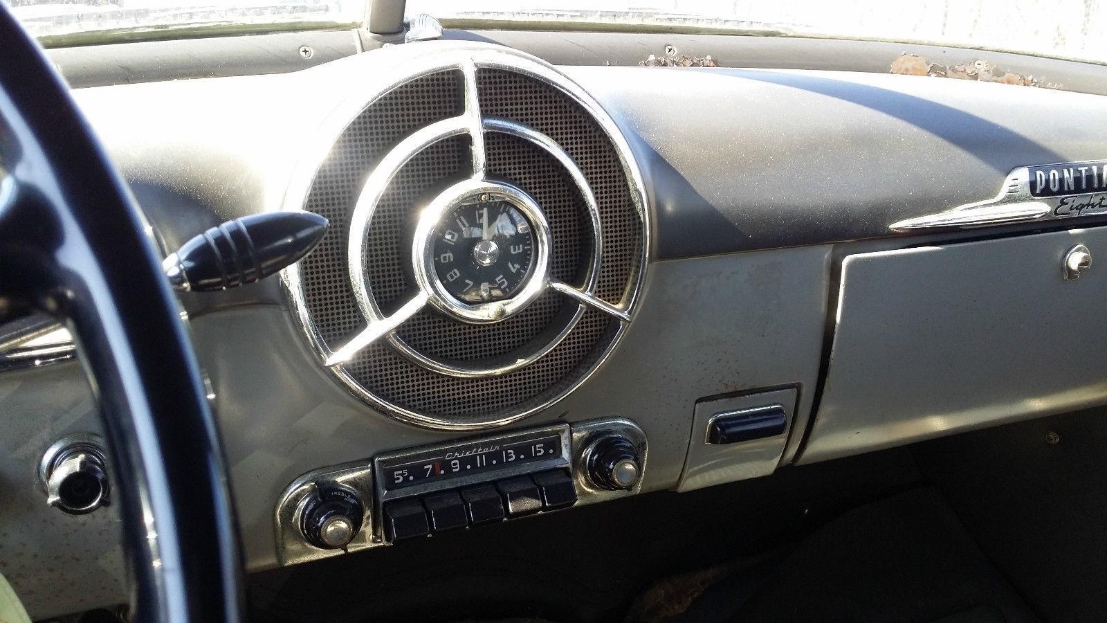 1950 Pontiac Chieftain Eight Deluxe Sedan (31)