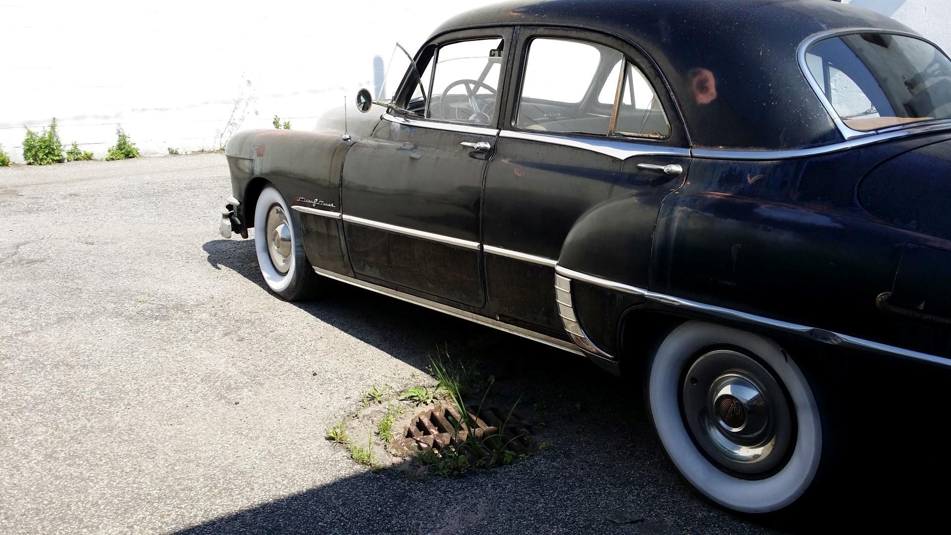 1950 Pontiac Chieftain Eight Deluxe Sedan (47)