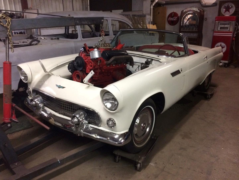 1956 Ford Thunderbird - 312ci V8 (1)