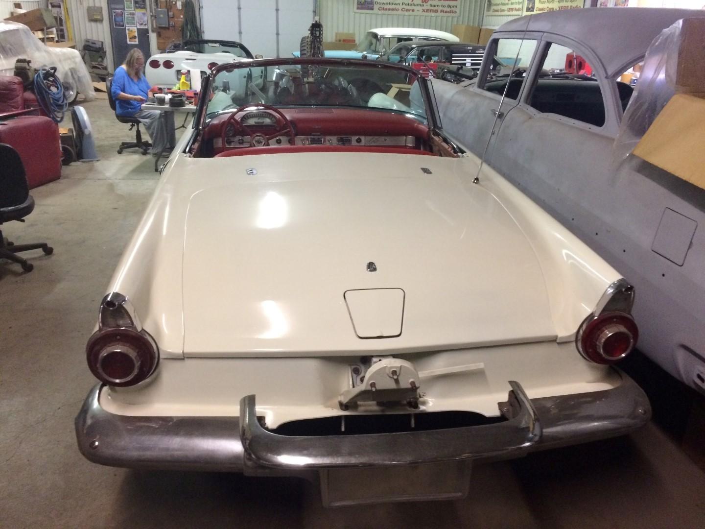 1956 Ford Thunderbird - 312ci V8 (21)