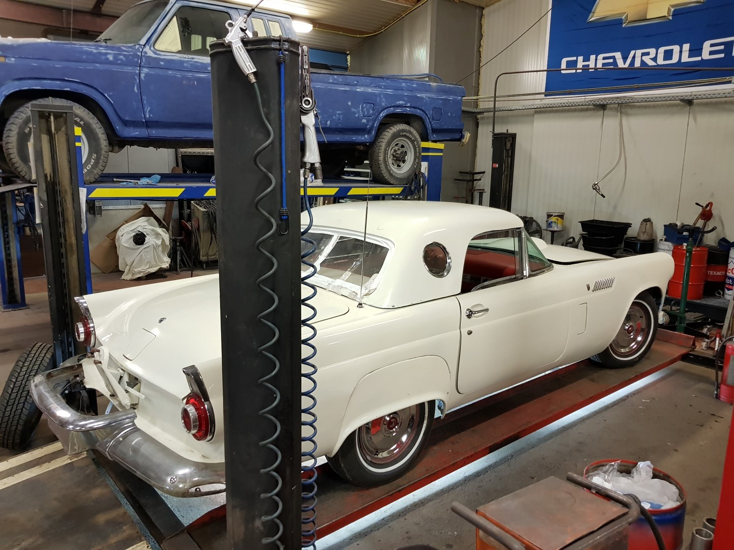1956 Ford Thunderbird - 312ci V8 and automatic (11)