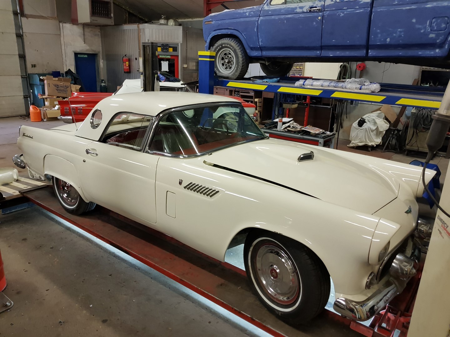 1956 Ford Thunderbird - 312ci V8 and automatic (12)