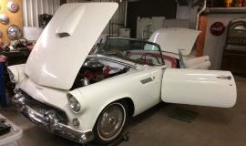 1956 Ford Thunderbird - 312ci V8 (2)