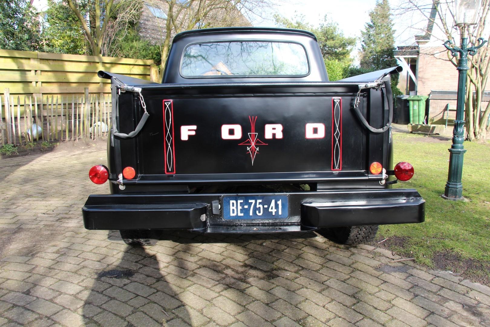 1961 Ford F100 460ci (9).JPG