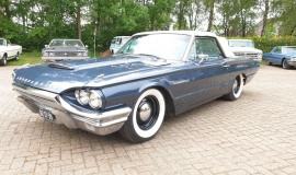 1964-Ford-Thunderbird-Convertible-390ci-4wheel-disc-brakes-1