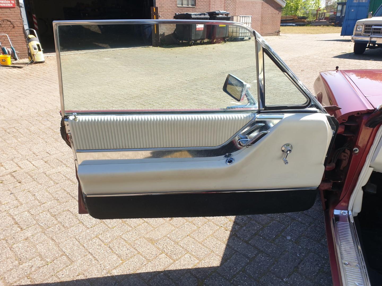1964-Ford-Thunderbird-Convertible-12