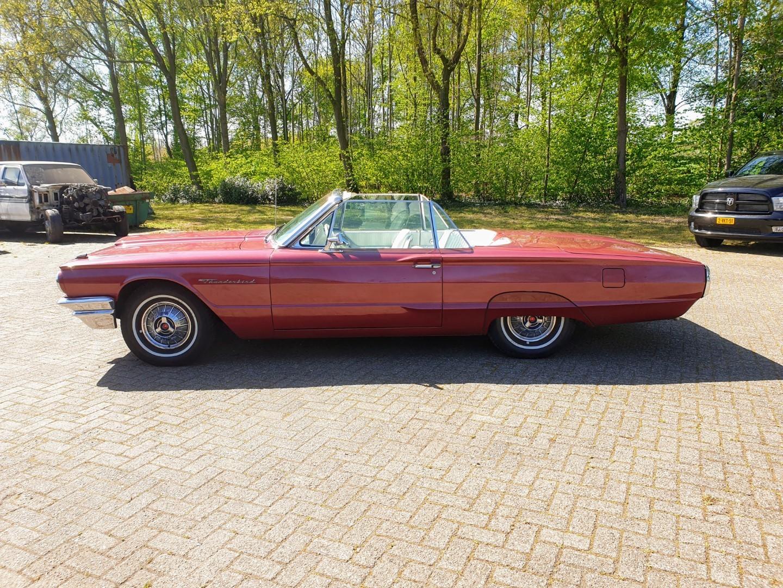1964-Ford-Thunderbird-Convertible-2