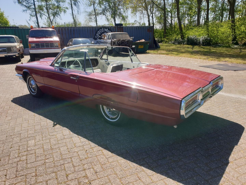 1964-Ford-Thunderbird-Convertible-3