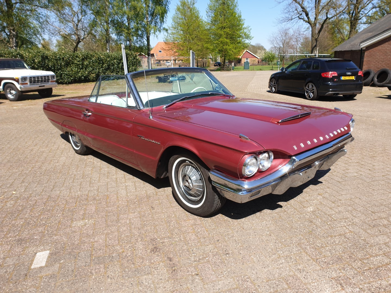 1964-Ford-Thunderbird-Convertible-8