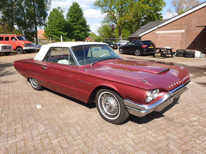 1964-Ford-Thunderbird-Convertible-New-Top-7