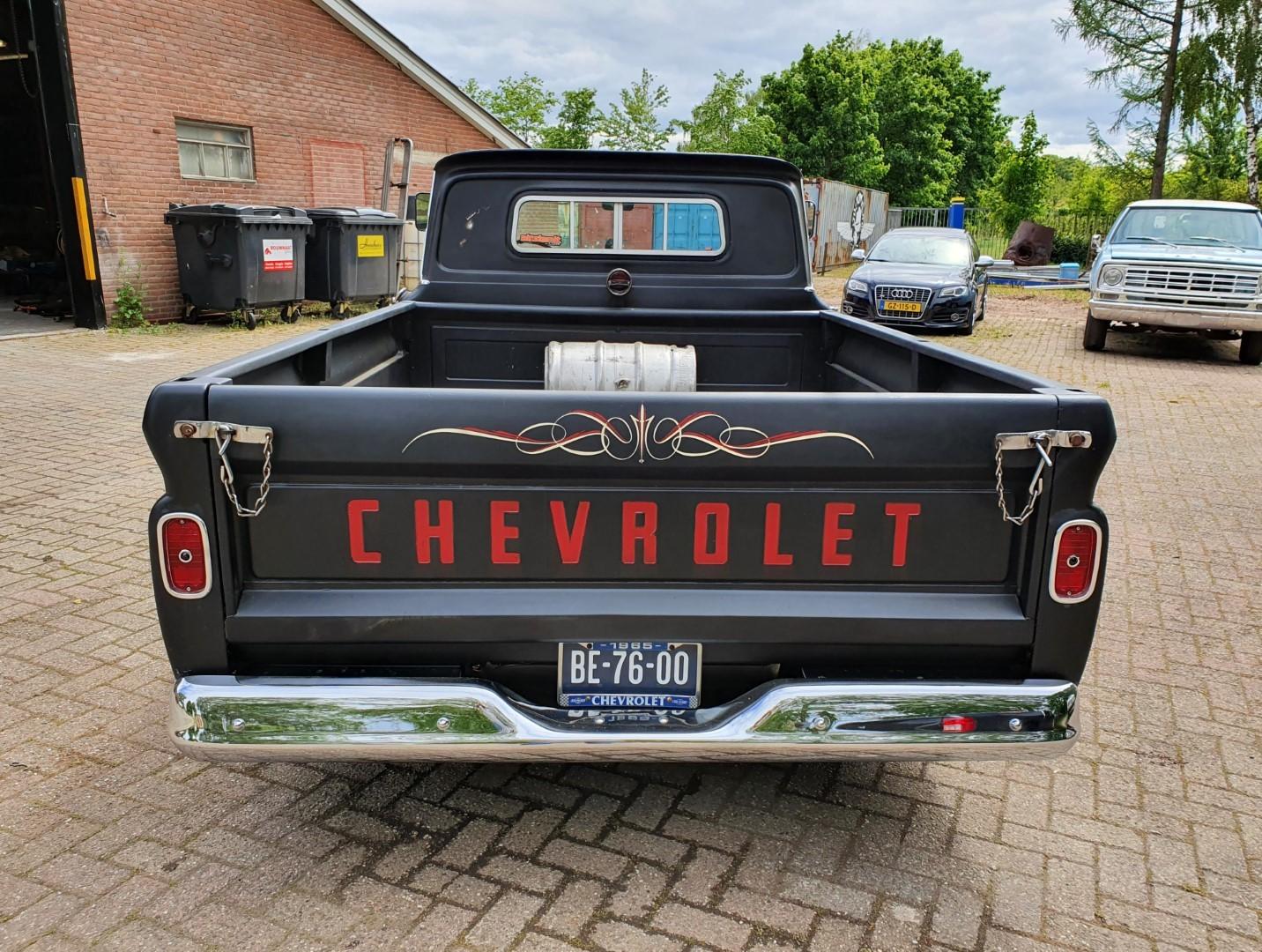 1965-Chevrolet-C20-Fleetside-with-283ci-V8-4
