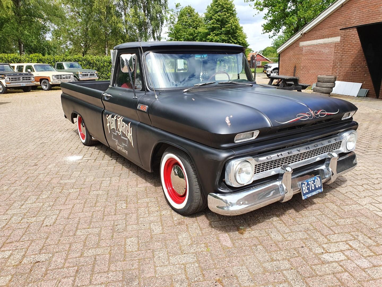 1965-Chevrolet-C20-Fleetside-with-283ci-V8-9
