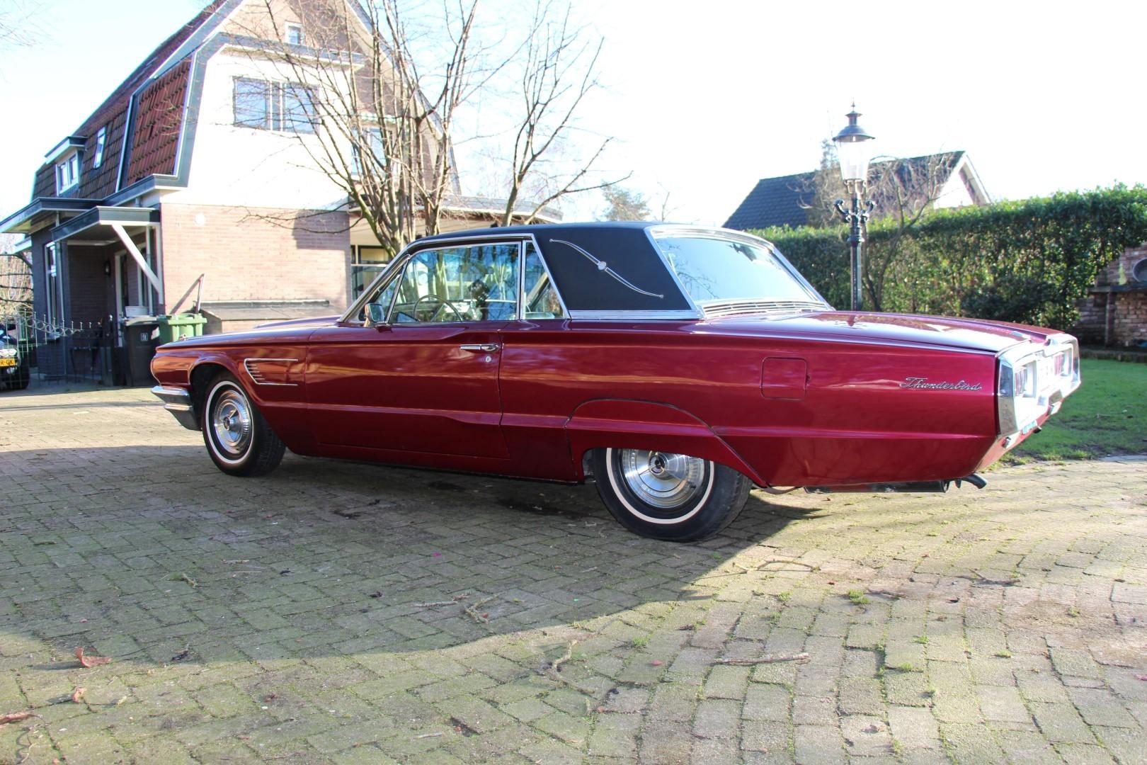 1965 Ford Thunderbird Hardtop - Burgundy (10)