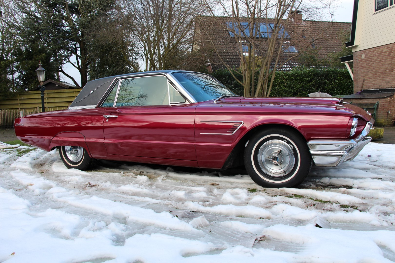 1965 Ford Thunderbird Hardtop - Burgundy new (17)