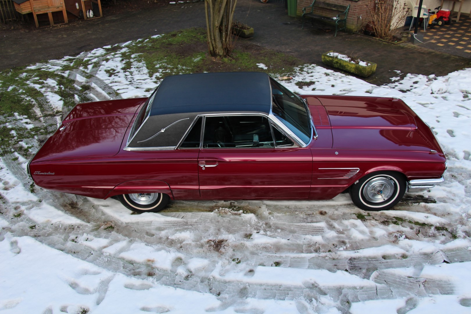 1965 Ford Thunderbird Hardtop - Burgundy new (19)