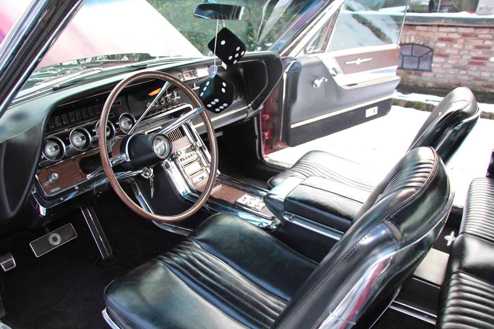 1965 Ford Thunderbird Hardtop - Burgundy new (2)