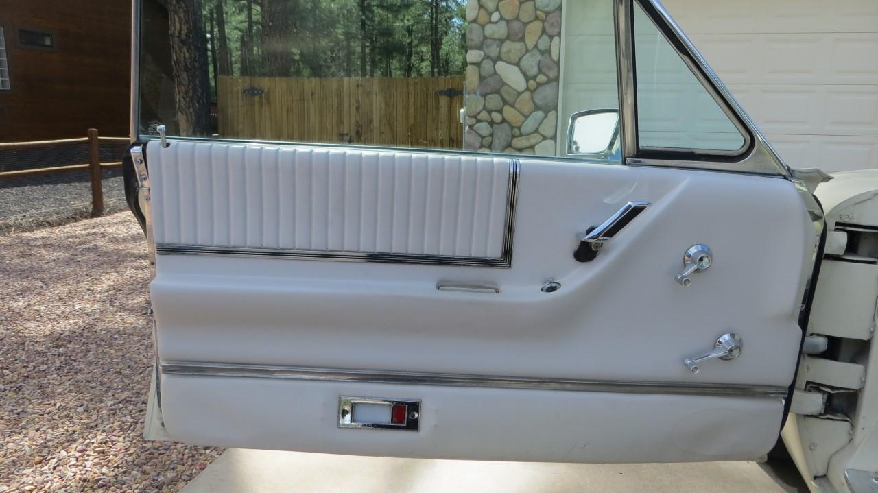 1966 Ford Thunderbird Hardtop Wimbledon White (11)