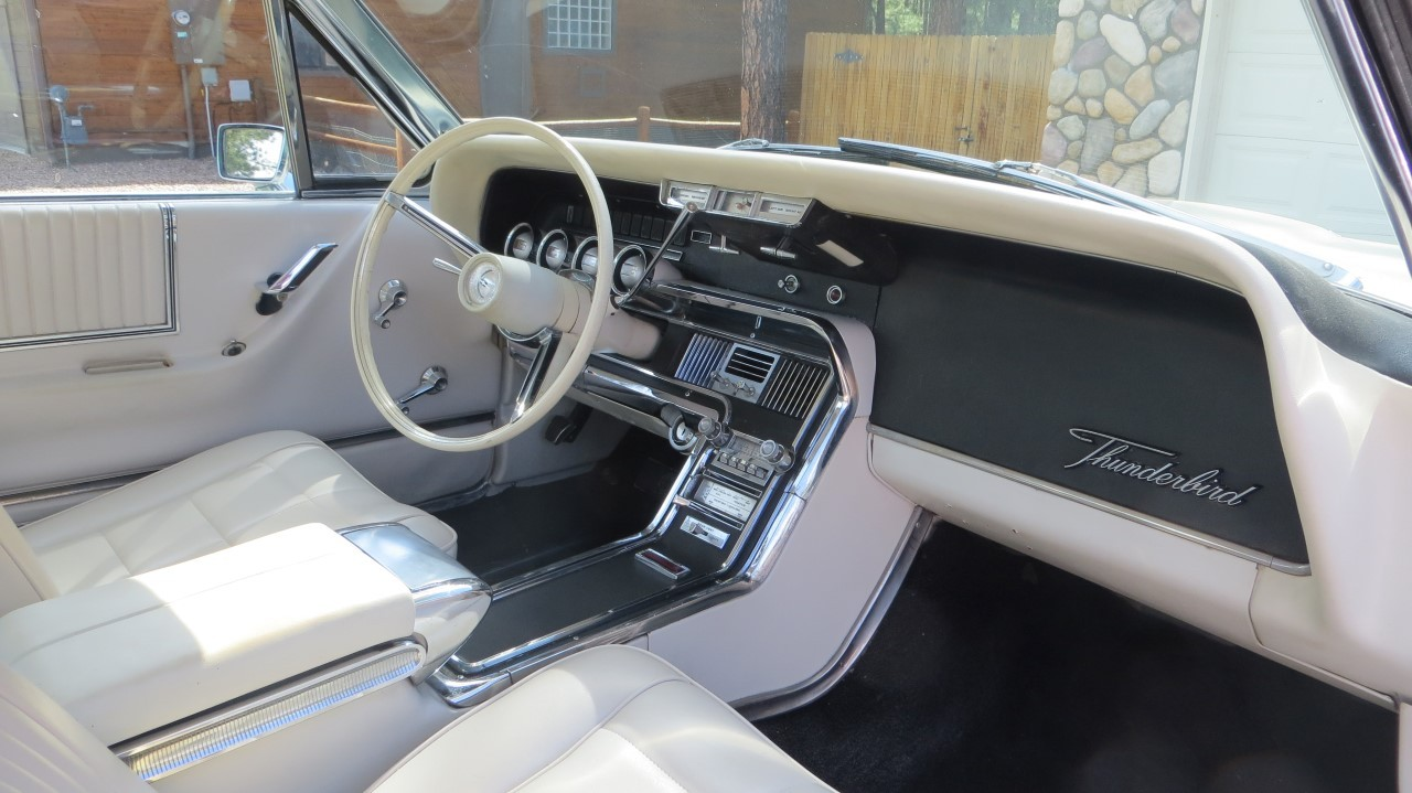 1966 Ford Thunderbird Hardtop Wimbledon White (14)