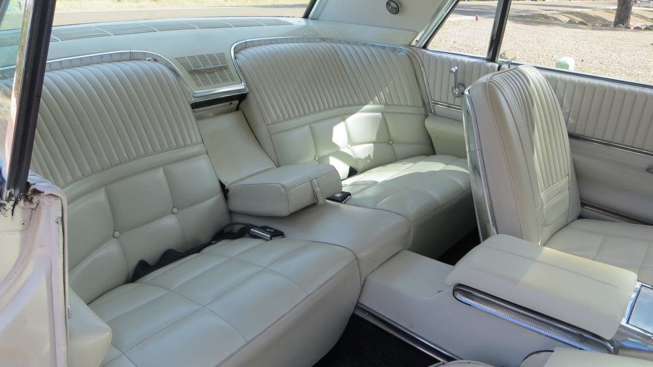 1966 Ford Thunderbird Hardtop Wimbledon White (15)