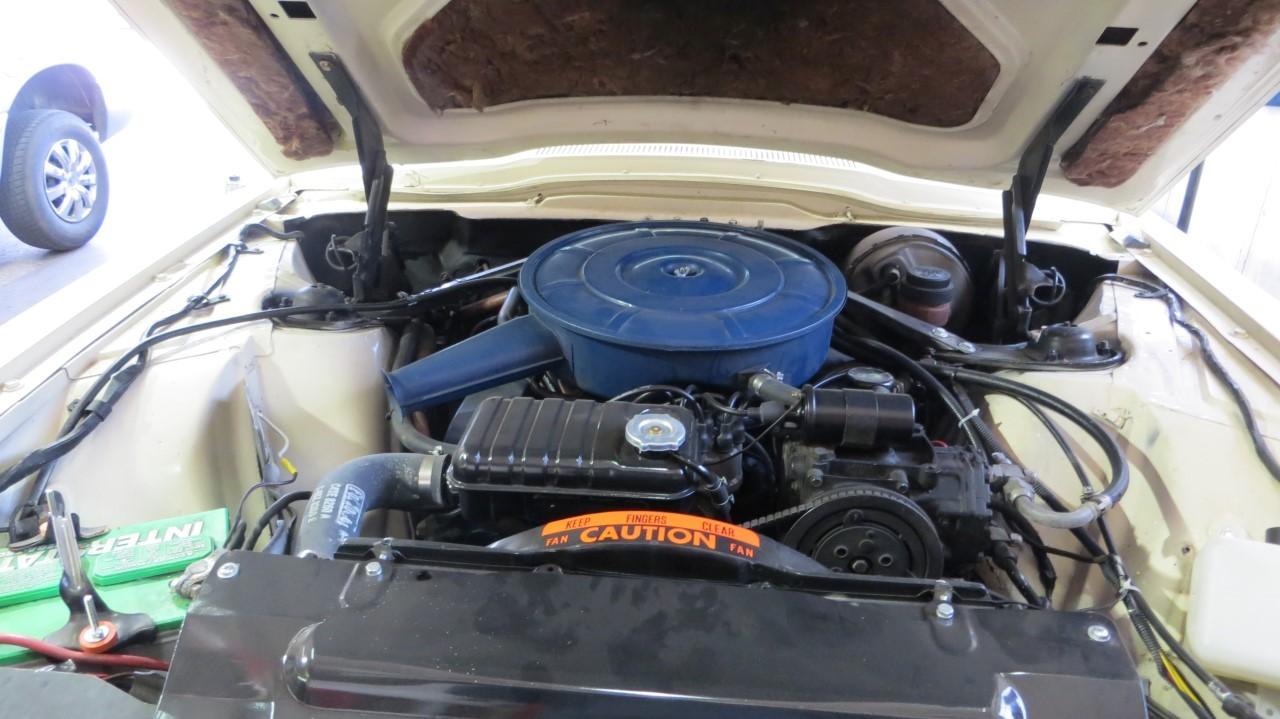 1966 Ford Thunderbird Hardtop Wimbledon White (26)