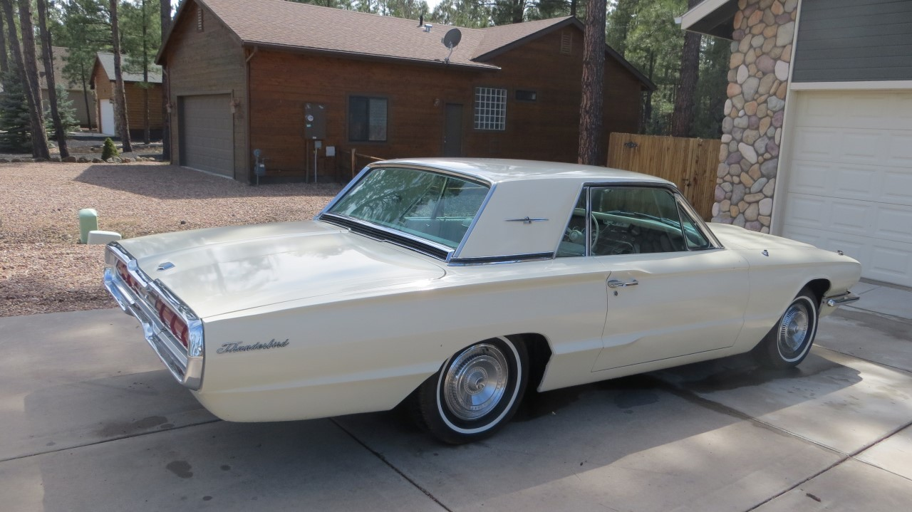 1966 Ford Thunderbird Hardtop Wimbledon White (6)