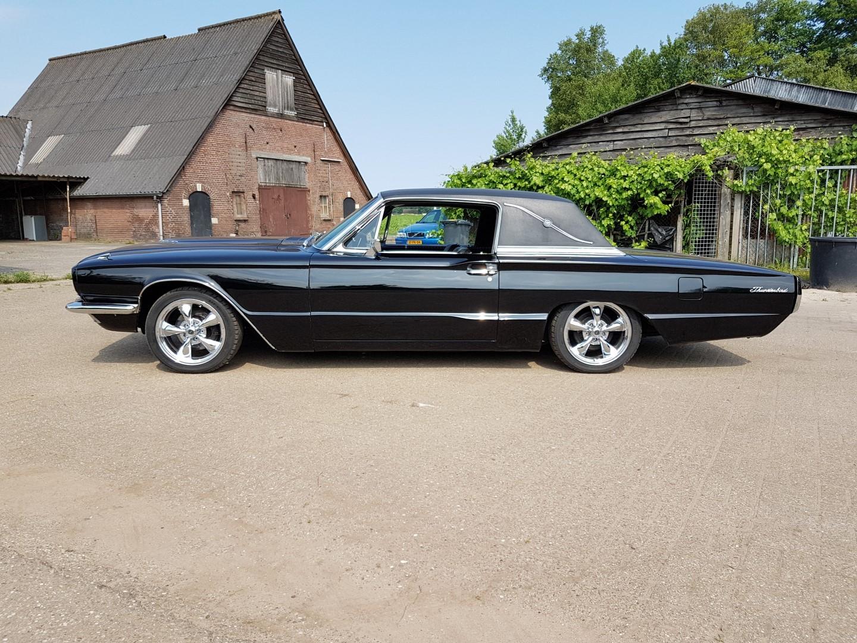1966 Ford Thunderbird Town Landau triple black - 390ci (27)