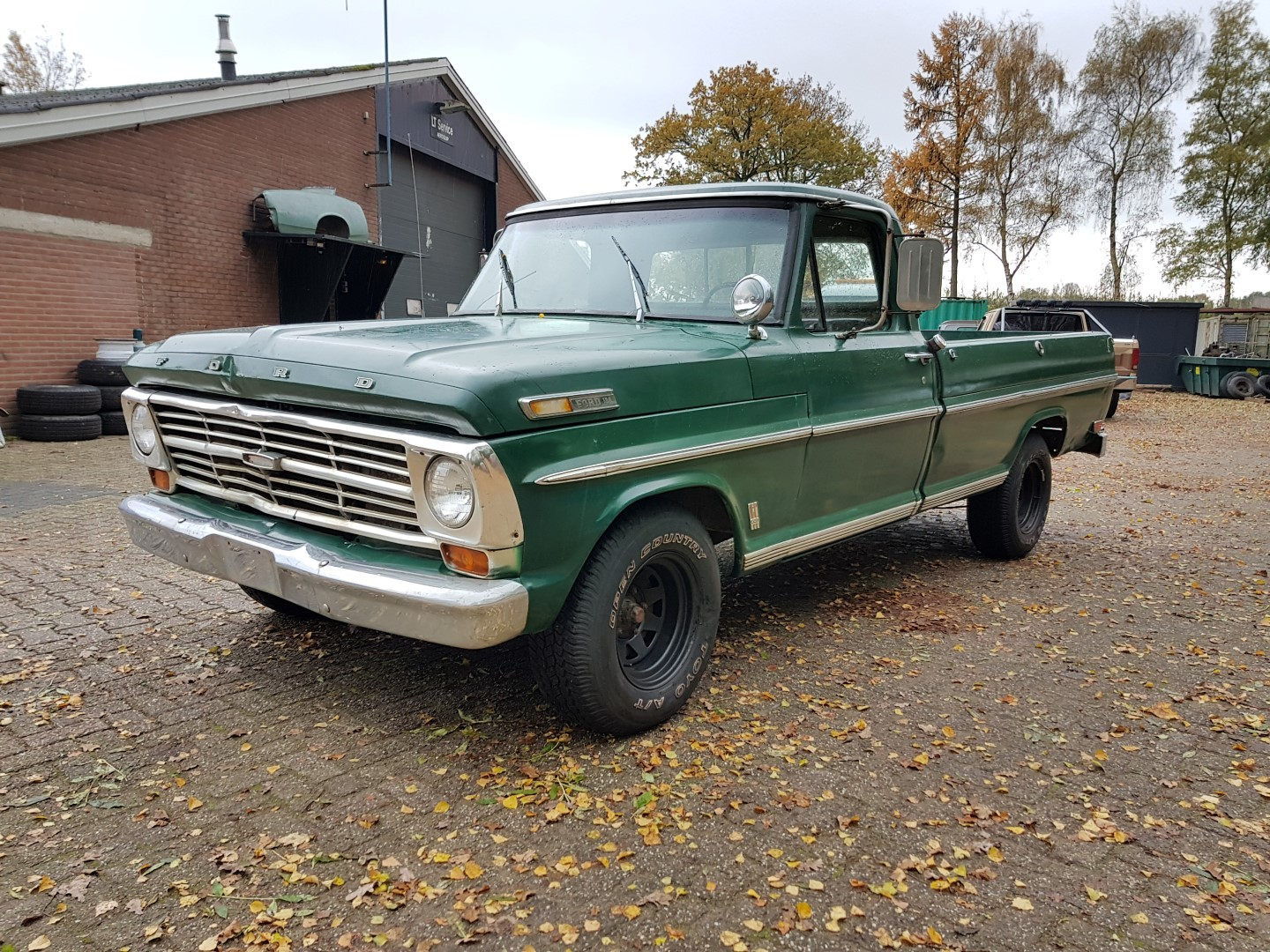1968 ford f100 with 390ci 2