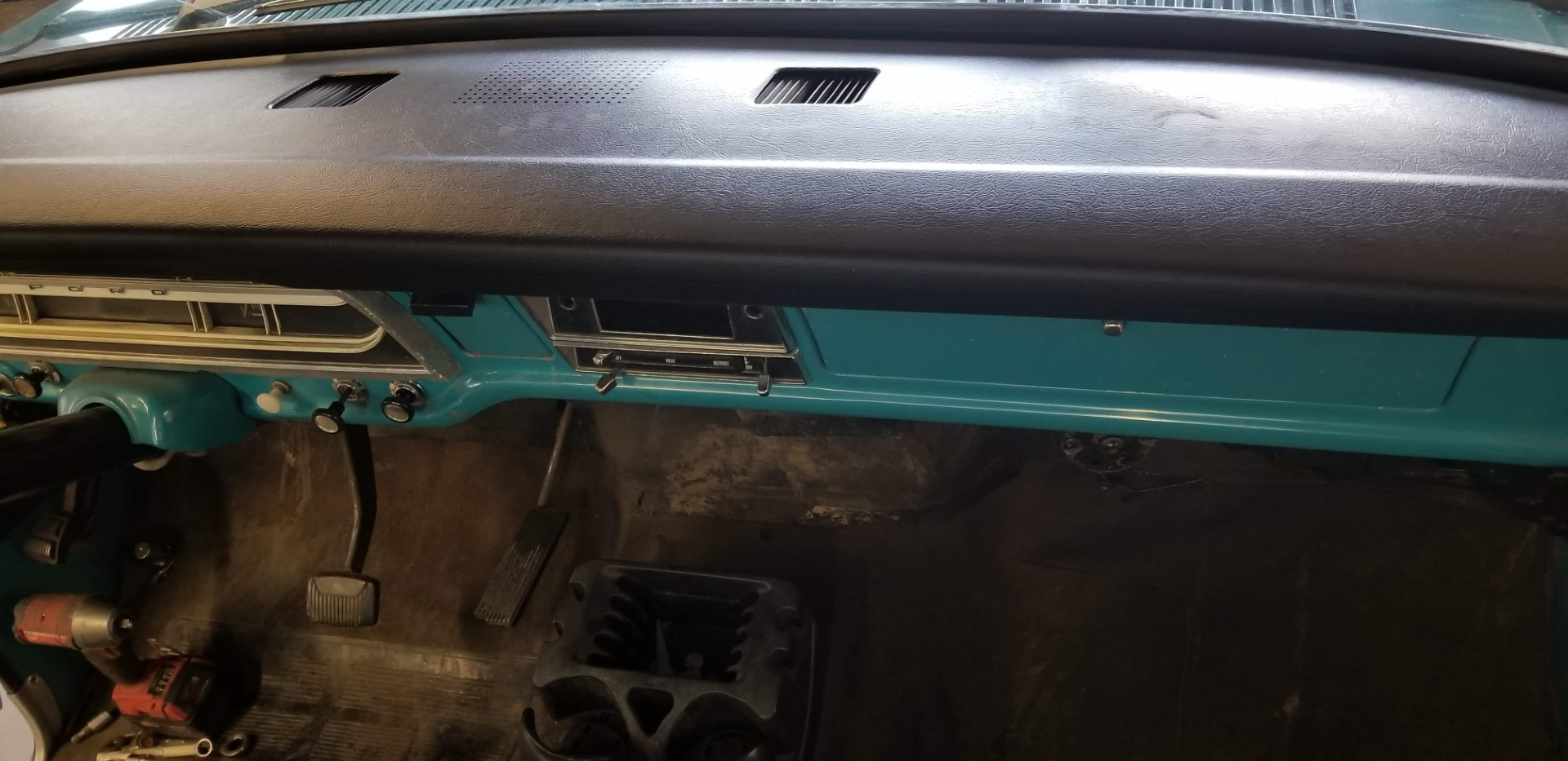 1969-Ford-F250-Custom-Cab-Camper-Special-360ci-V8-2
