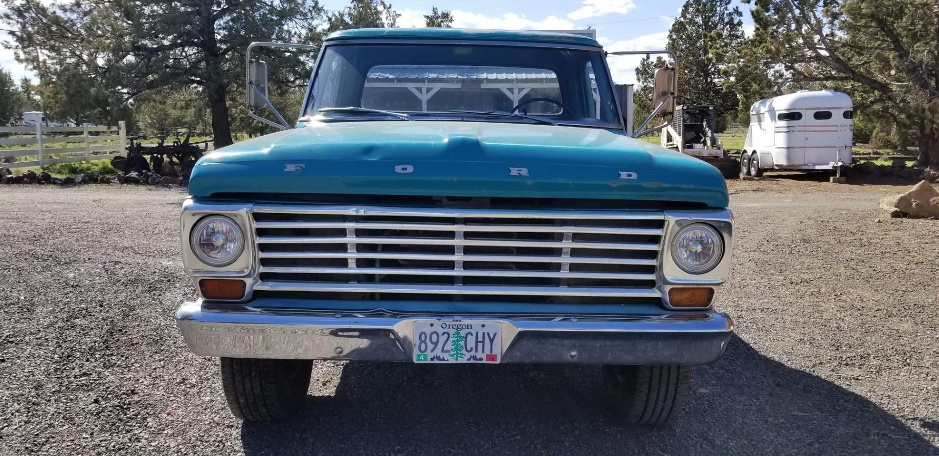 1969-Ford-F250-Custom-Cab-Camper-Special-360ci-V8-3