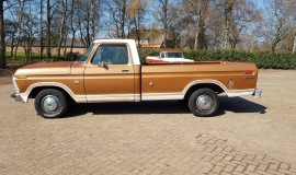 1974-Ford-F100-Explorer-460ci-V8-2