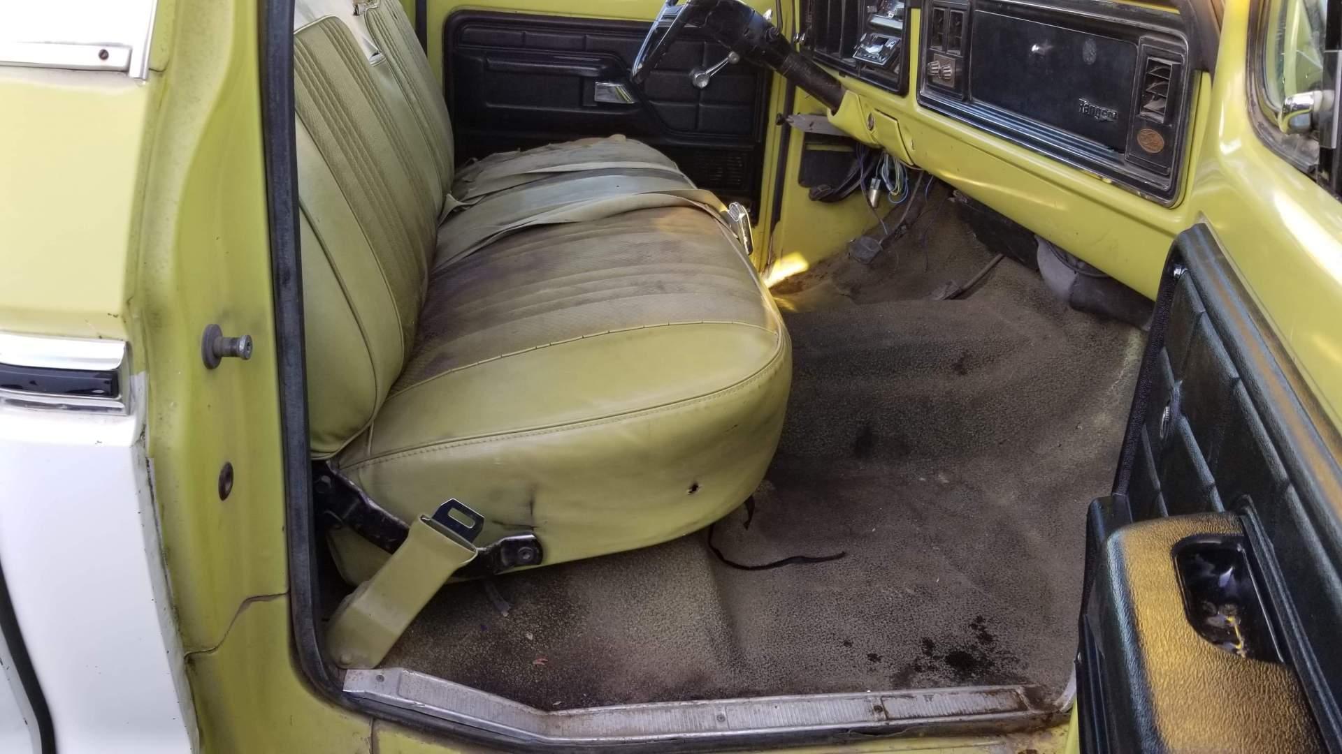 1974-Ford-F350-Ranger-Super-Camper-Special-390ci-17