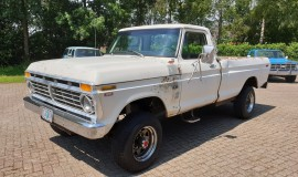 1975-Ford-F250-HighBoy-4x4-390ci-Automatic-1