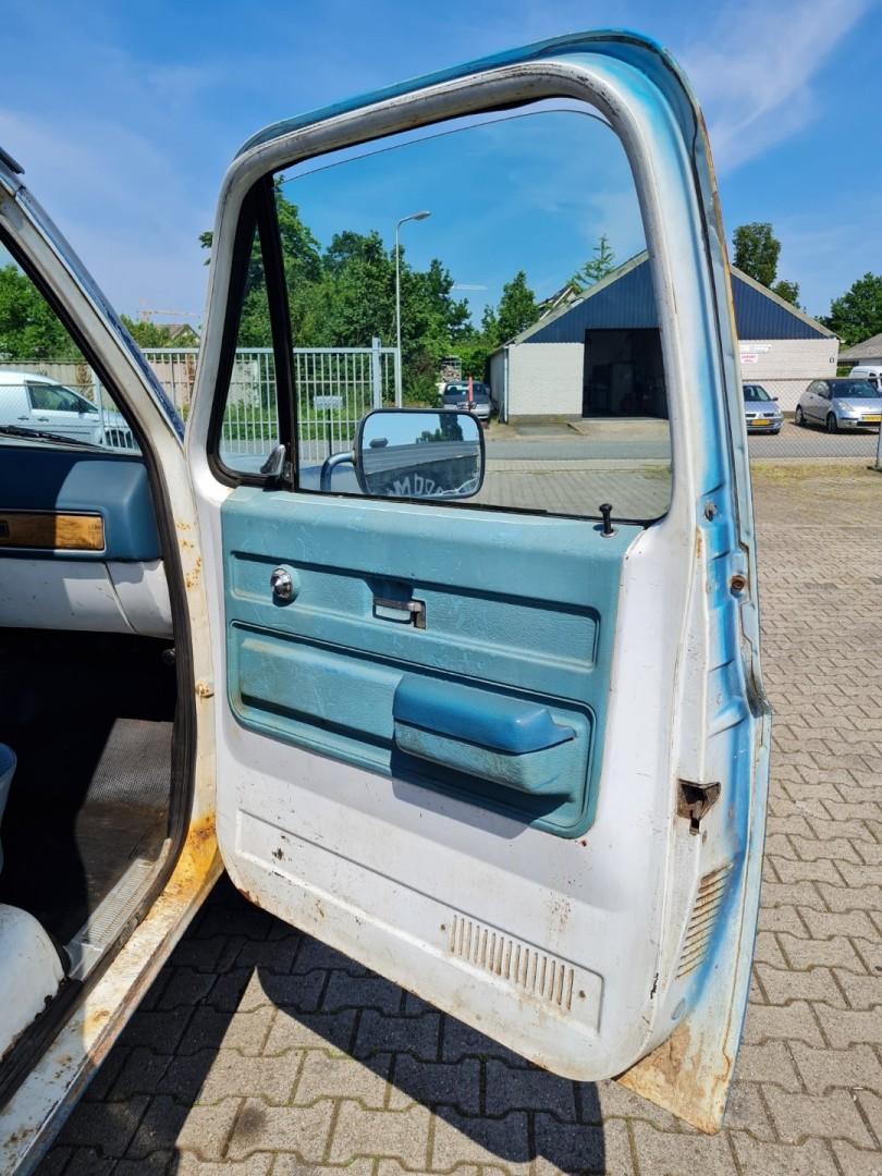 1975-GMC-K25-4x4-350ci-V8-13