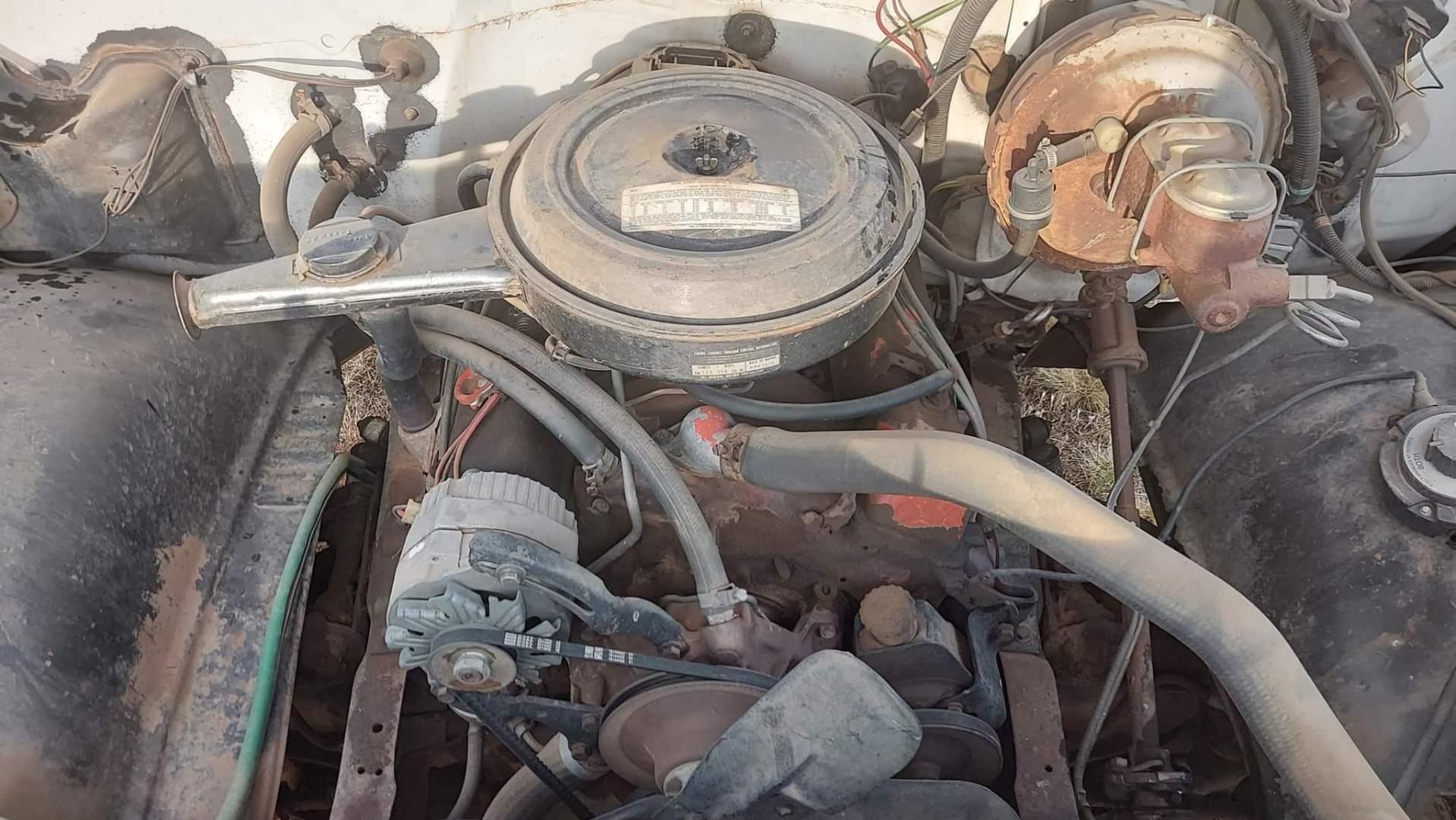 1976-Chevrolet-C20-Custom-Deluxe-350ci-V8-1