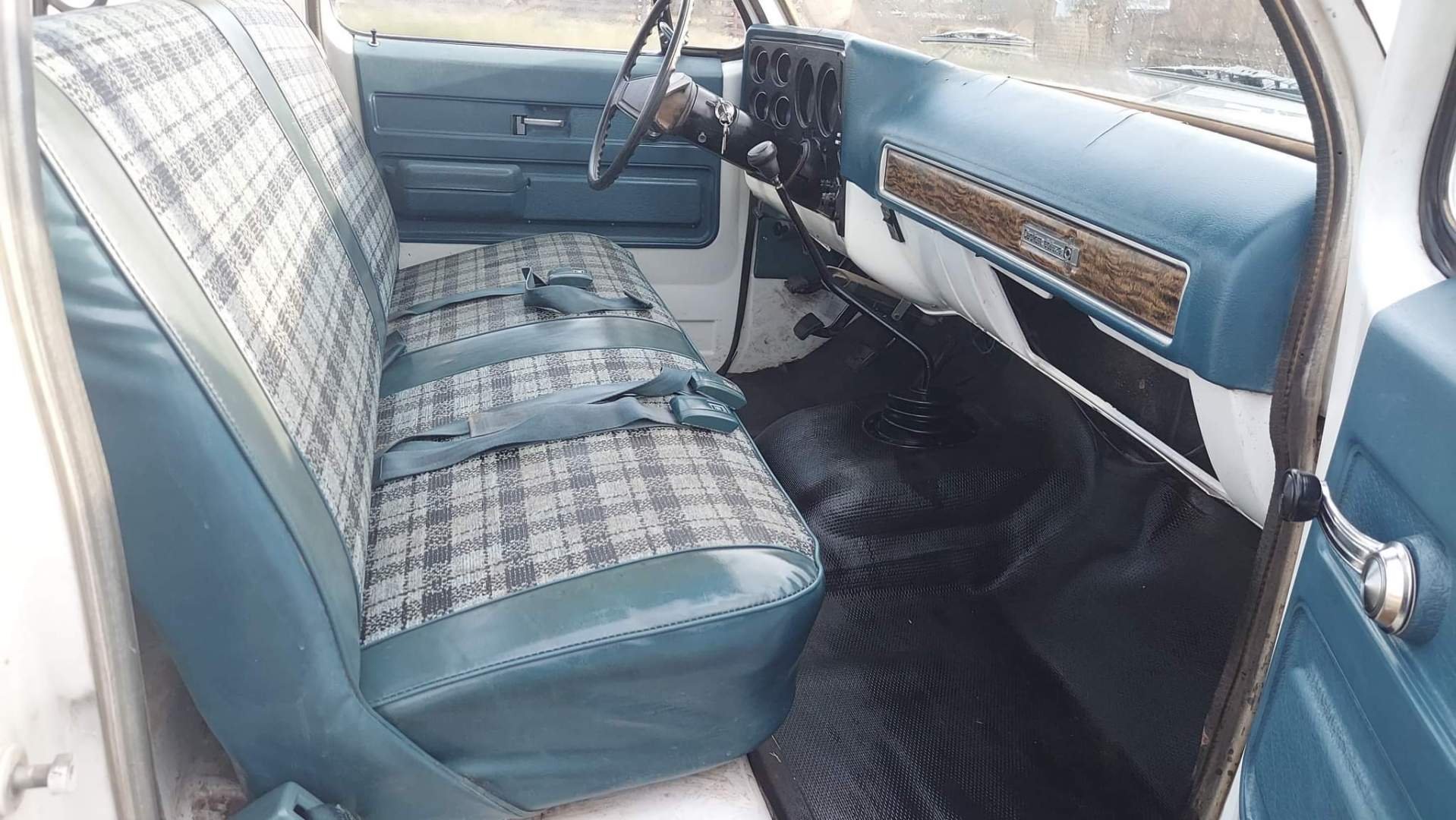 1976-Chevrolet-C20-Custom-Deluxe-350ci-V8-20
