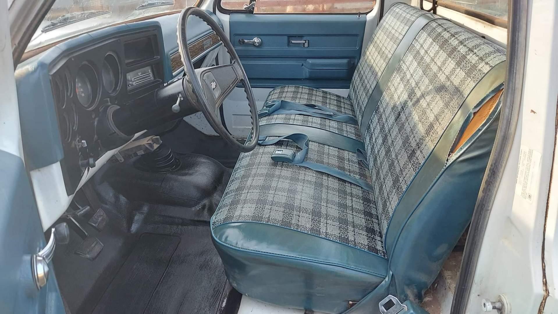1976-Chevrolet-C20-Custom-Deluxe-350ci-V8-22