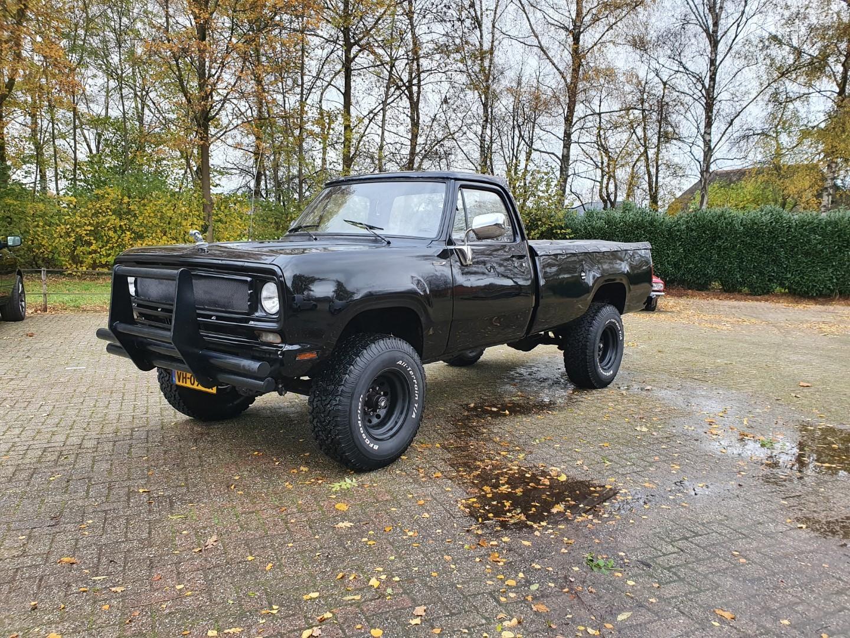 1976-Dodge-W200-4x4-318ci-V8-1