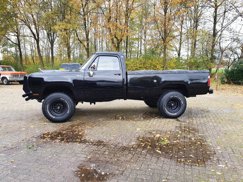 1976-Dodge-W200-4x4-318ci-V8-2