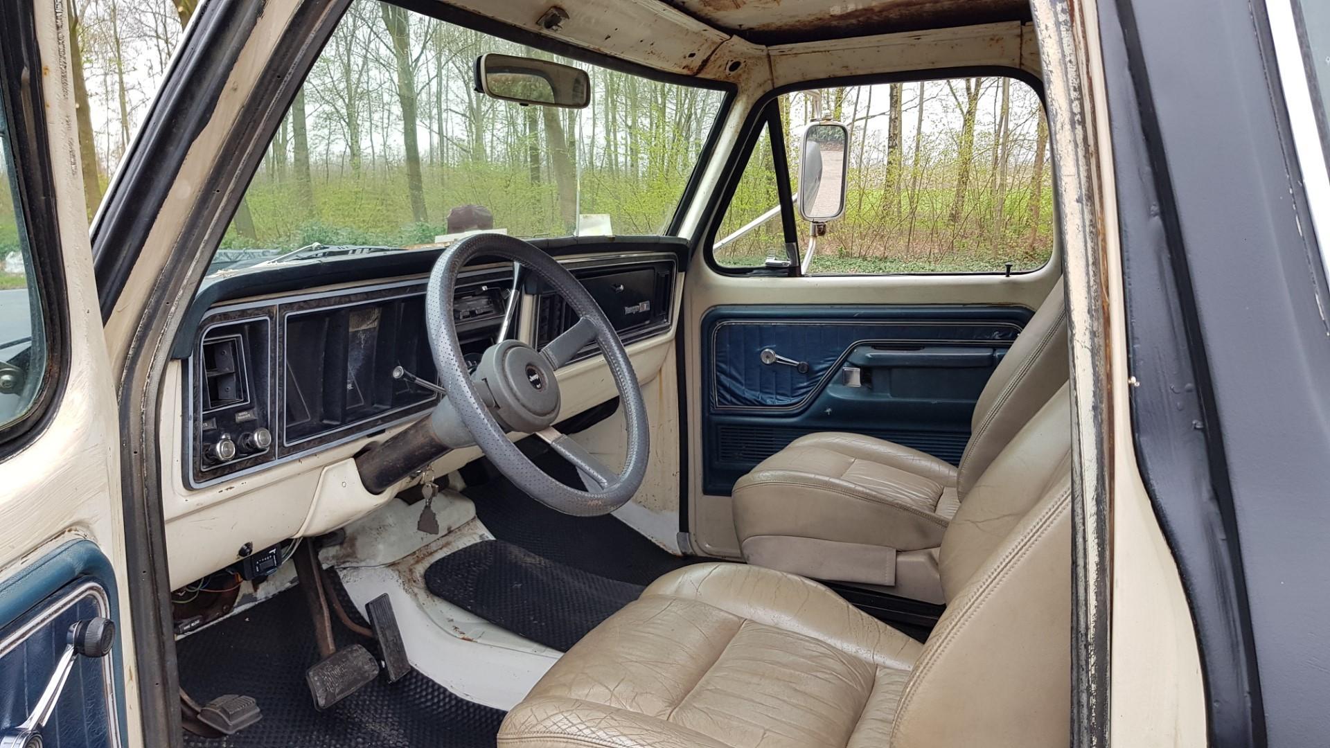 1976-Ford-F250-SuperCab-460ci-10