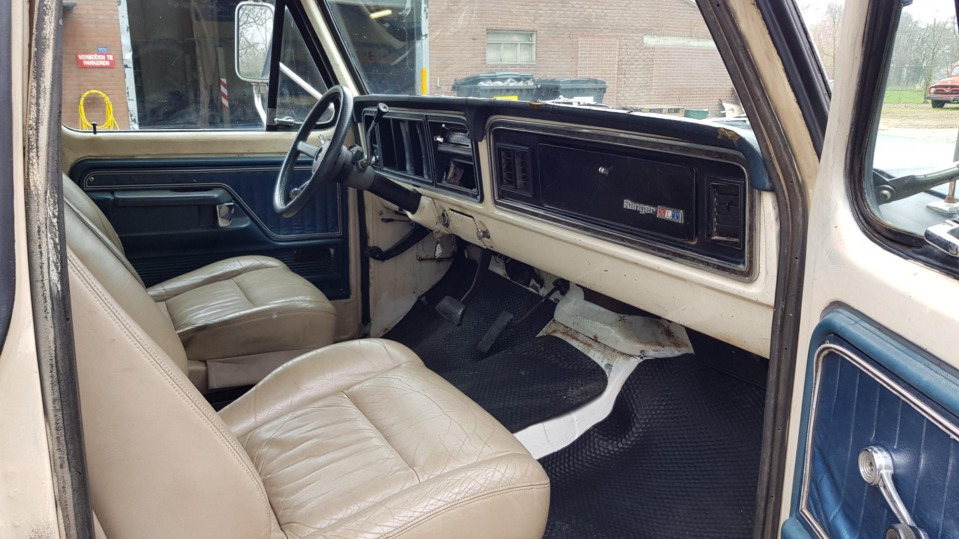 1976-Ford-F250-SuperCab-460ci-14