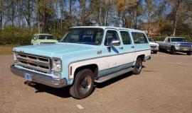 1976-GMC-25-Sierra-Classic-Suburban-454ci-V8-1