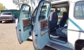 1976-GMC-25-Sierra-Classic-Suburban-454ci-V8-13