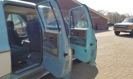 1976-GMC-25-Sierra-Classic-Suburban-454ci-V8-14