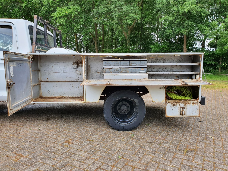 1977-Ford-F350-service-truck-460ci-3